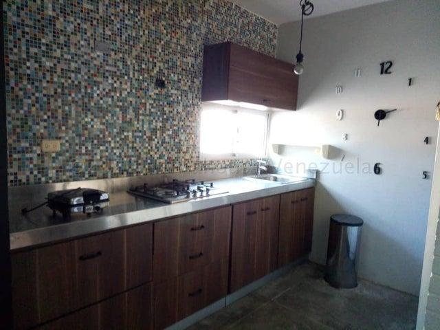 Townhouse Zulia>Maracaibo>Avenida Goajira - Venta:17.500 Precio Referencial - codigo: 21-2324