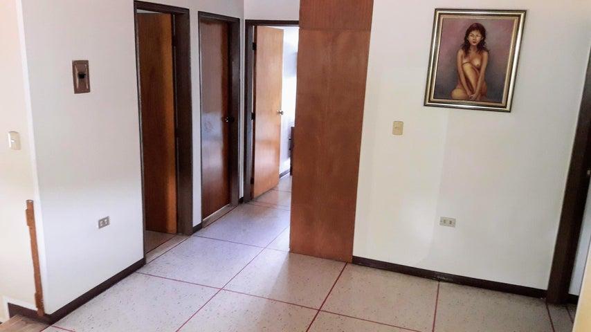 Casa Distrito Metropolitano>Caracas>Colinas de La California - Venta:290.000 Precio Referencial - codigo: 21-2331