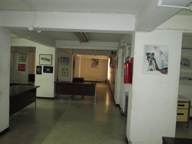 Local Comercial Distrito Metropolitano>Caracas>Parroquia La Candelaria - Venta:390.000 Precio Referencial - codigo: 21-2385