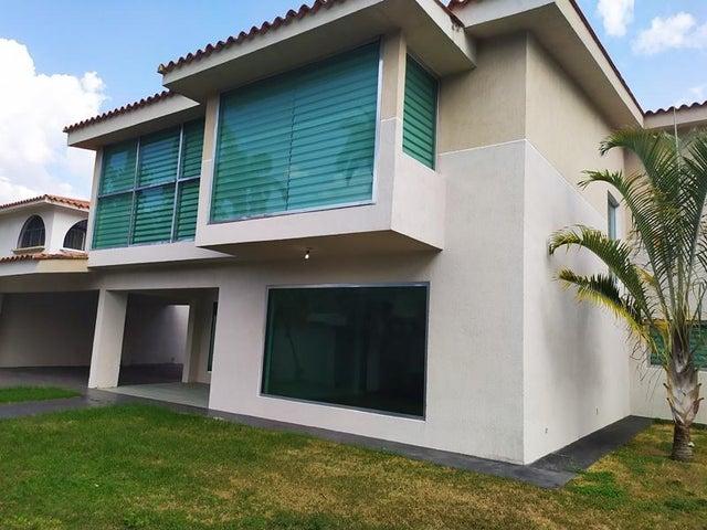 Casa Carabobo>Valencia>Guataparo Country Club - Venta:1.200.000 Precio Referencial - codigo: 21-2543