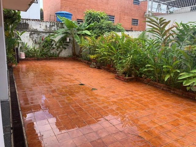Casa Carabobo>Valencia>Los Naranjos - Venta:190.000 Precio Referencial - codigo: 21-2582