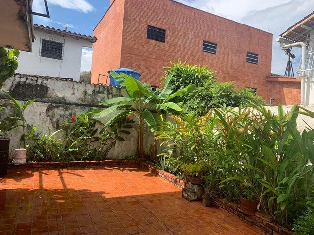 Casa Carabobo>Valencia>Los Naranjos - Venta:230.000 Precio Referencial - codigo: 21-2582