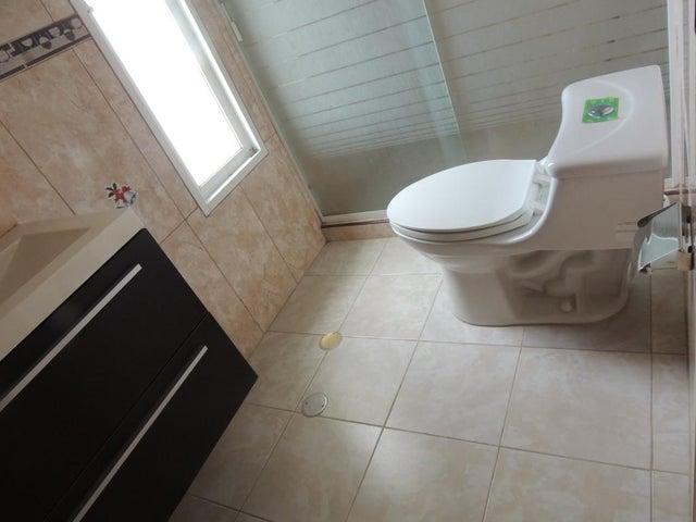 Casa Miranda>San Antonio de los Altos>Club de Campo - Venta:100.000 Precio Referencial - codigo: 21-2742