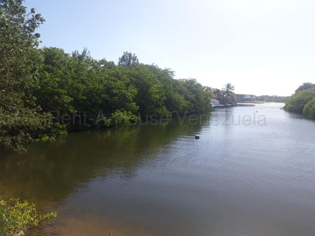 Terreno Miranda>Higuerote>Puerto Encantado - Venta:70.000 Precio Referencial - codigo: 21-2805