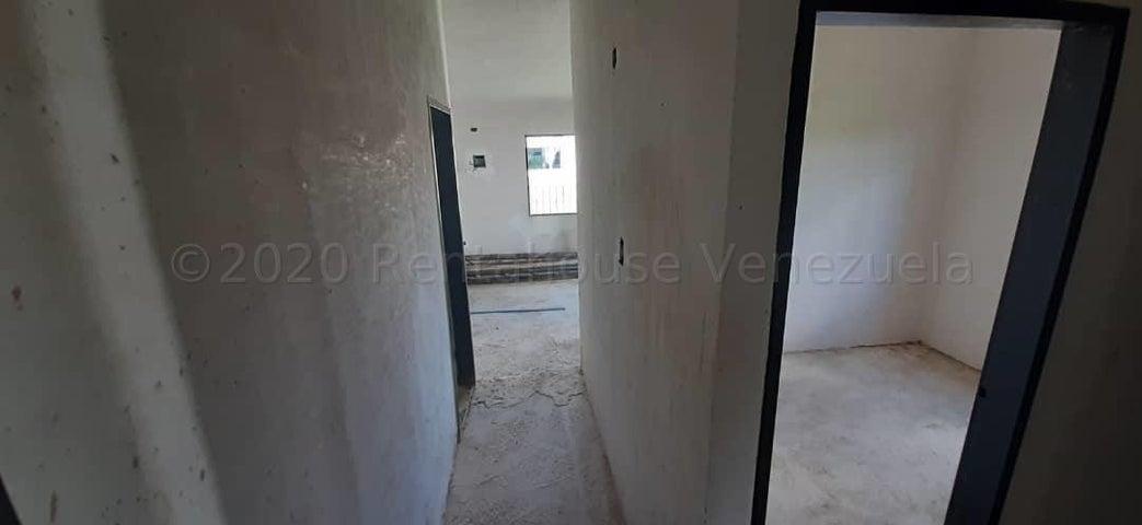 Casa Carabobo>Valencia>Flor Amarillo - Venta:4.500 Precio Referencial - codigo: 21-2803