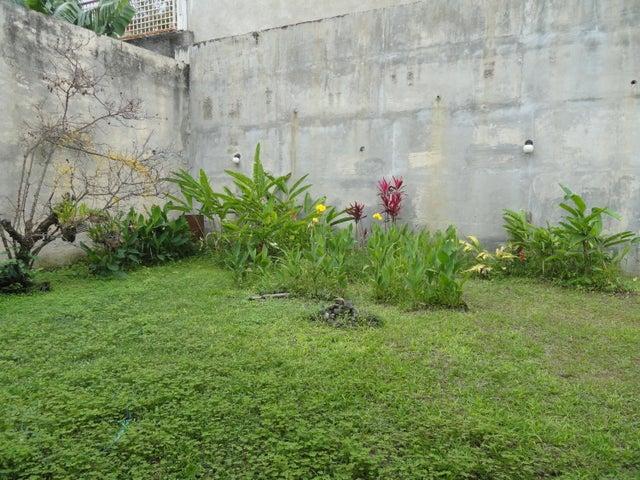 Casa Distrito Metropolitano>Caracas>Lomas de La Trinidad - Venta:210.000 Precio Referencial - codigo: 21-2825