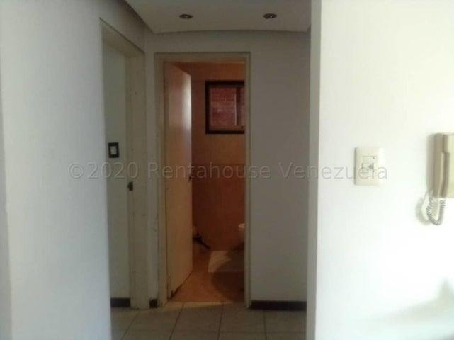 Apartamento Distrito Metropolitano>Caracas>Bello Monte - Venta:65.000 Precio Referencial - codigo: 21-2879