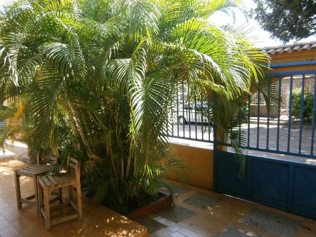 Casa Carabobo>Municipio San Diego>La Esmeralda - Venta:25.000 Precio Referencial - codigo: 21-2919