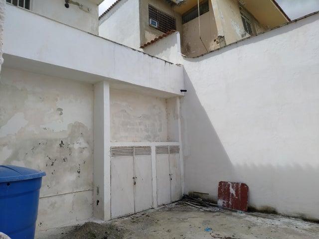 Casa Distrito Metropolitano>Caracas>El Marques - Venta:98.000 Precio Referencial - codigo: 21-2923