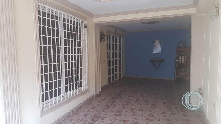 Casa Falcon>Coro>Centro - Venta:16.000 Precio Referencial - codigo: 21-2989