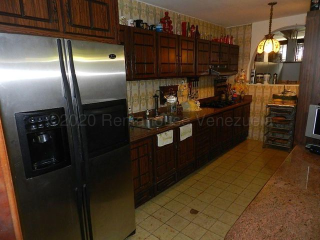 Casa Distrito Metropolitano>Caracas>El Cafetal - Venta:155.000 Precio Referencial - codigo: 21-2992
