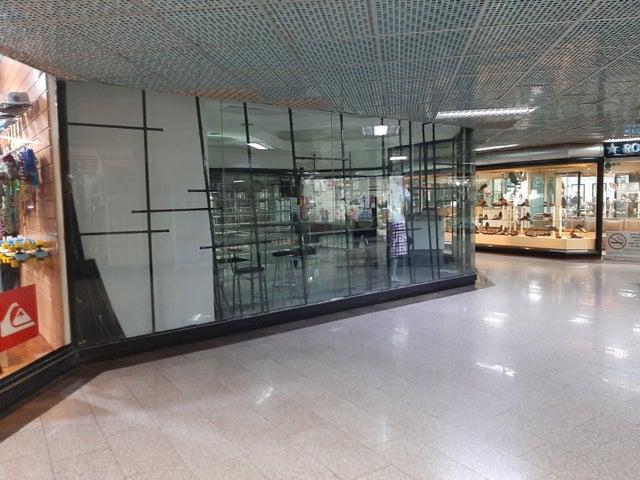 Local Comercial Distrito Metropolitano>Caracas>El Cafetal - Alquiler:600 Precio Referencial - codigo: 21-2998