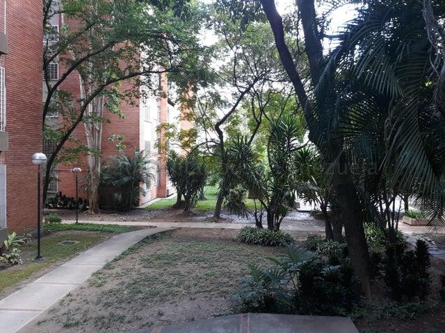 Apartamento Distrito Metropolitano>Caracas>Los Palos Grandes - Alquiler:670 Precio Referencial - codigo: 21-3012