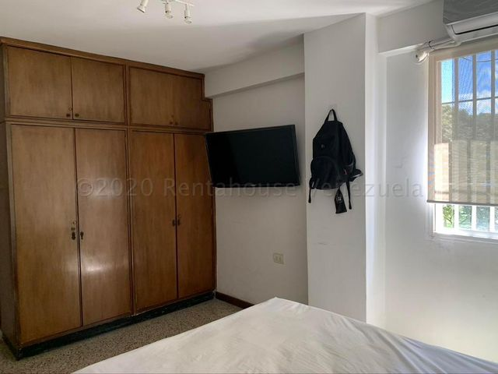 Apartamento Distrito Metropolitano>Caracas>Altamira - Venta:65.000 Precio Referencial - codigo: 21-3083