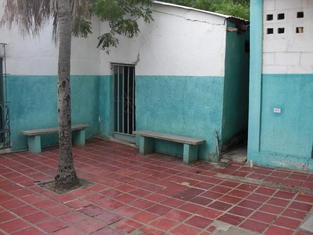 Local Comercial Falcon>Coro>Centro - Venta:12.000 Precio Referencial - codigo: 21-3049