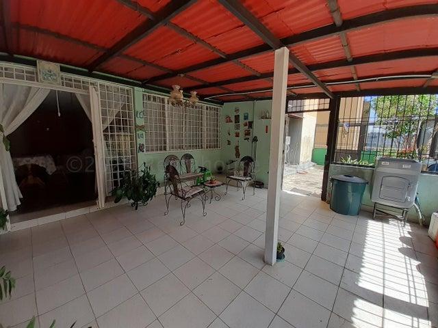 Apartamento Lara>Cabudare>La Mora - Venta:15.000 Precio Referencial - codigo: 21-3053