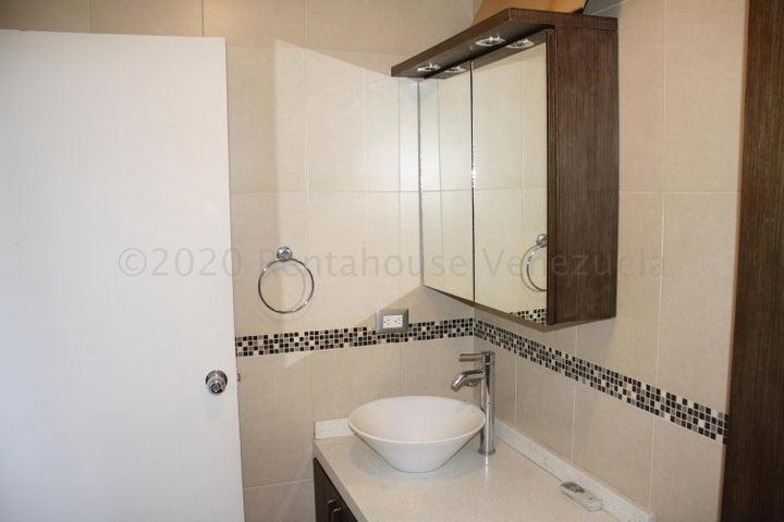 Apartamento Distrito Metropolitano>Caracas>Macaracuay - Venta:107.000 Precio Referencial - codigo: 21-3107