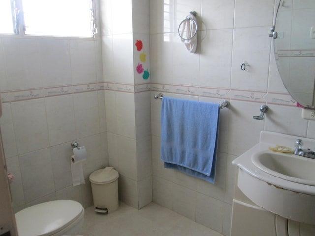 Apartamento Distrito Metropolitano>Caracas>El Paraiso - Venta:70.000 Precio Referencial - codigo: 21-3073