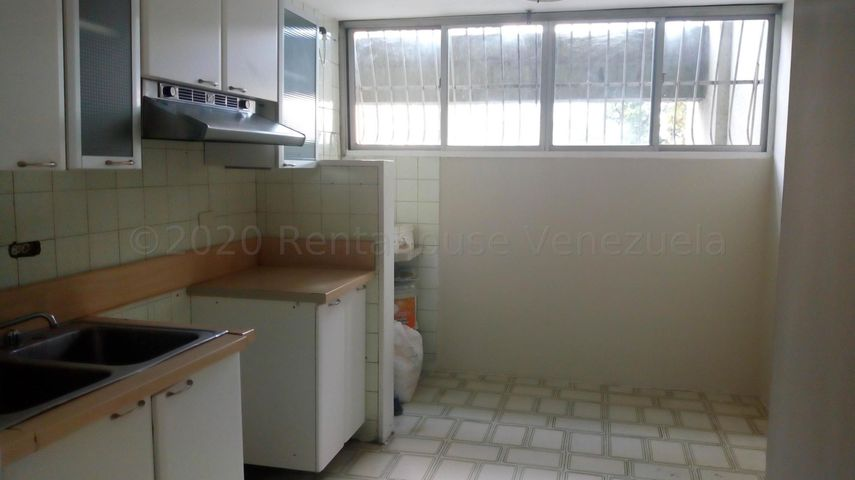 Apartamento Aragua>Maracay>Zona Centro - Venta:11.900 Precio Referencial - codigo: 21-3080
