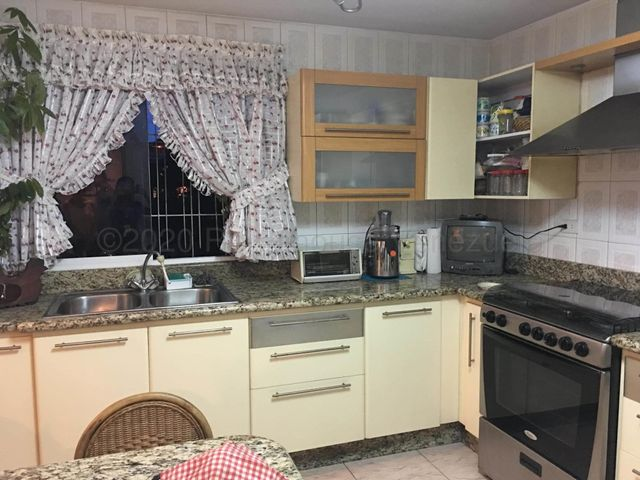 Apartamento Distrito Metropolitano>Caracas>Las Acacias - Venta:68.000 Precio Referencial - codigo: 21-3104