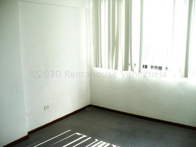 Oficina Distrito Metropolitano>Caracas>La Florida - Venta:40.000 Precio Referencial - codigo: 21-3122
