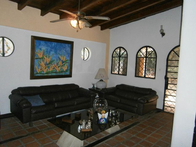 Casa Carabobo>Valencia>Colinas de Guataparo - Venta:100.000 Precio Referencial - codigo: 21-3124