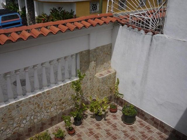Casa Miranda>Guatire>El Castillejo - Venta:35.000 Precio Referencial - codigo: 21-3136