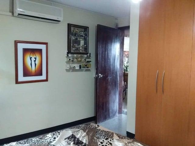 Apartamento Aragua>Maracay>El Limon - Venta:33.000 Precio Referencial - codigo: 21-3137
