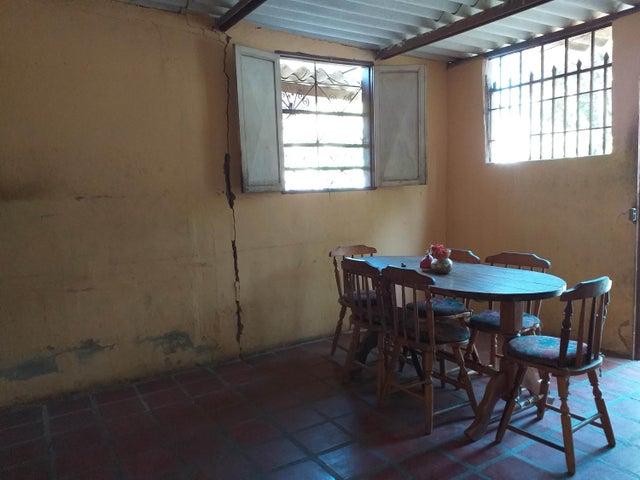 Casa Falcon>Coro>Centro - Venta:11.000 Precio Referencial - codigo: 21-3284