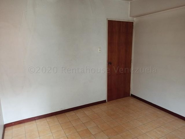 Apartamento Miranda>San Antonio de los Altos>Los Salias - Venta:42.000 Precio Referencial - codigo: 21-3311