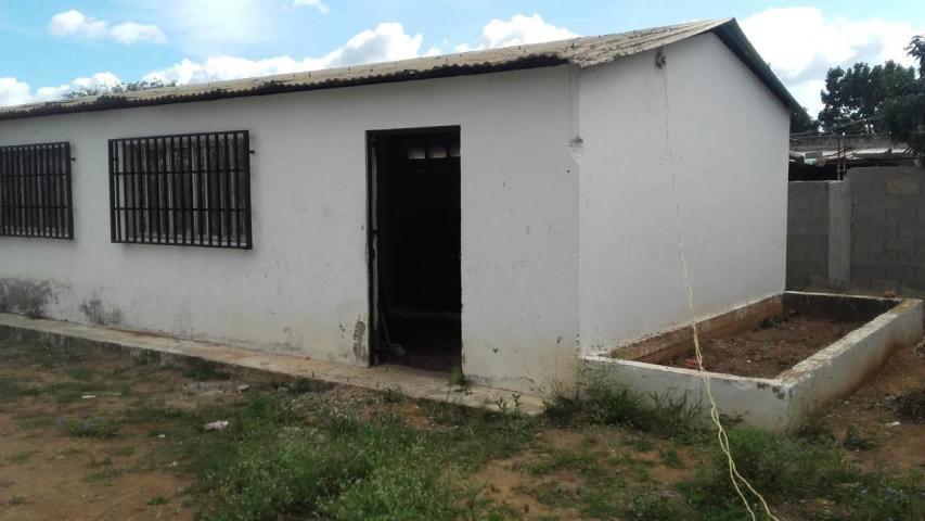 Galpon - Deposito Lara>Cabudare>La Piedad Norte - Alquiler:80 Precio Referencial - codigo: 21-3358
