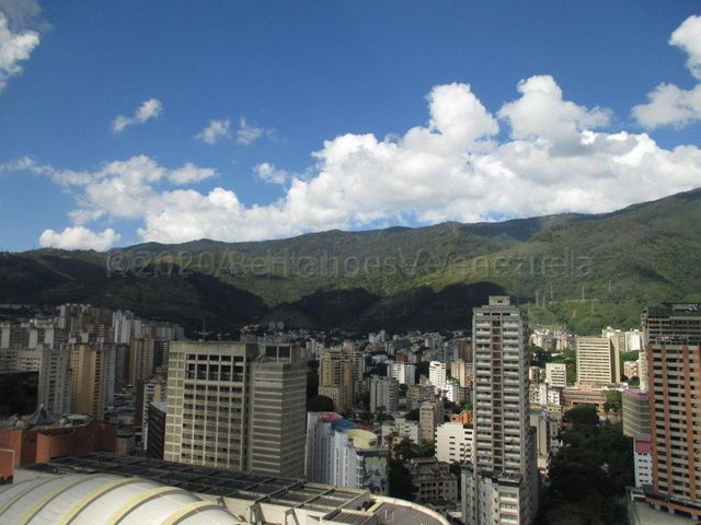 Apartamento Distrito Metropolitano>Caracas>Parroquia La Candelaria - Alquiler:400 Precio Referencial - codigo: 21-3383