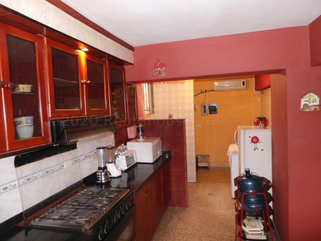 Apartamento Aragua>Maracay>Avenida Constitucion - Venta:27.500 Precio Referencial - codigo: 21-3427