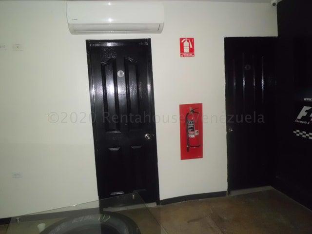 Local Comercial Lara>Cabudare>Centro - Venta:135.000 Precio Referencial - codigo: 21-3446