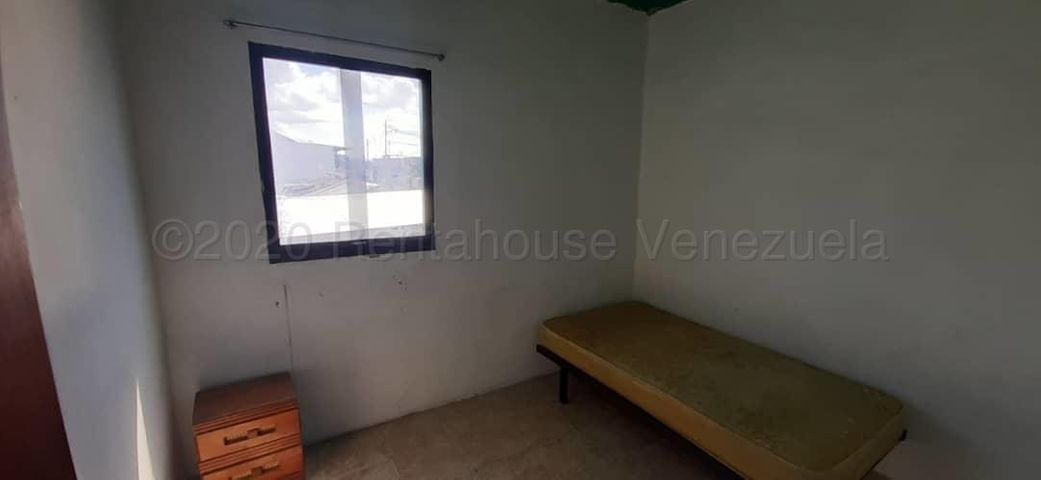 Apartamento Lara>Barquisimeto>Avenida Libertador - Alquiler:30 Precio Referencial - codigo: 21-3542