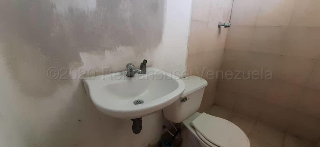Apartamento Lara>Barquisimeto>Avenida Libertador - Alquiler:30 Precio Referencial - codigo: 21-3563