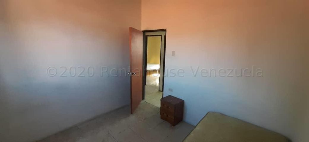 Apartamento Lara>Barquisimeto>Avenida Libertador - Alquiler:30 Precio Referencial - codigo: 21-3571