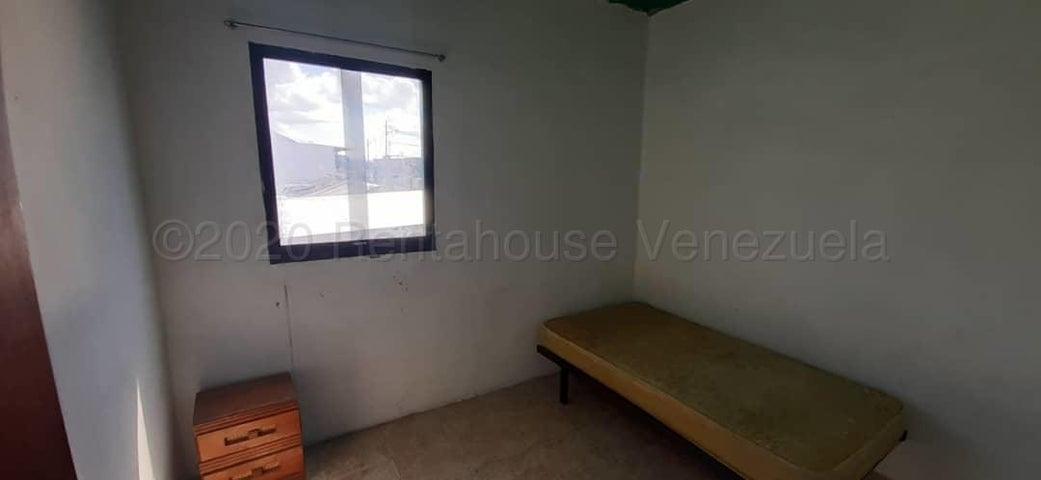 Apartamento Lara>Barquisimeto>Avenida Libertador - Alquiler:240 Precio Referencial - codigo: 21-3580
