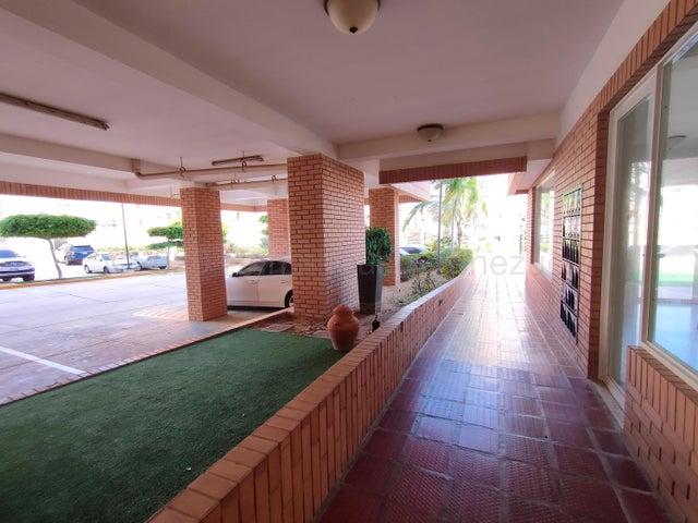 Apartamento Zulia>Maracaibo>Avenida El Milagro - Alquiler:220 Precio Referencial - codigo: 21-3674