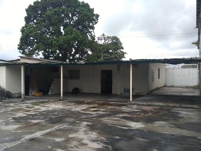 Casa Portuguesa>Acarigua>Centro - Venta:17.000 Precio Referencial - codigo: 21-3681