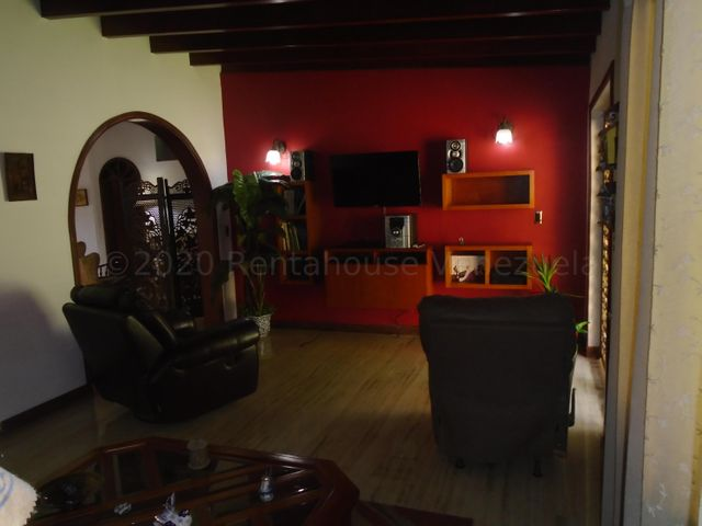 Casa Distrito Metropolitano>Caracas>La Tahona - Venta:250.000 Precio Referencial - codigo: 21-3953