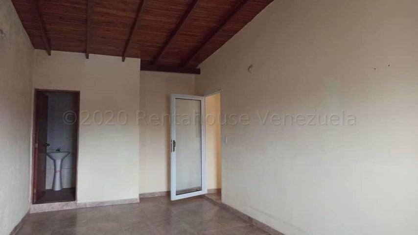 Local Comercial Falcon>Punto Fijo>Santa Irene - Alquiler:100 Precio Referencial - codigo: 21-3825