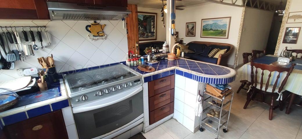 Casa Distrito Metropolitano>Caracas>Colinas de Los Ruices - Venta:450.000 Precio Referencial - codigo: 21-3889