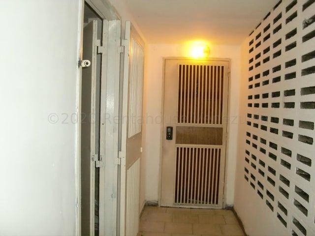 Local Comercial Distrito Metropolitano>Caracas>Los Ruices - Venta:40.000 Precio Referencial - codigo: 21-3961