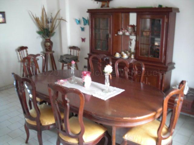 Casa Falcon>Coro>Centro - Venta:30.000 Precio Referencial - codigo: 21-4161