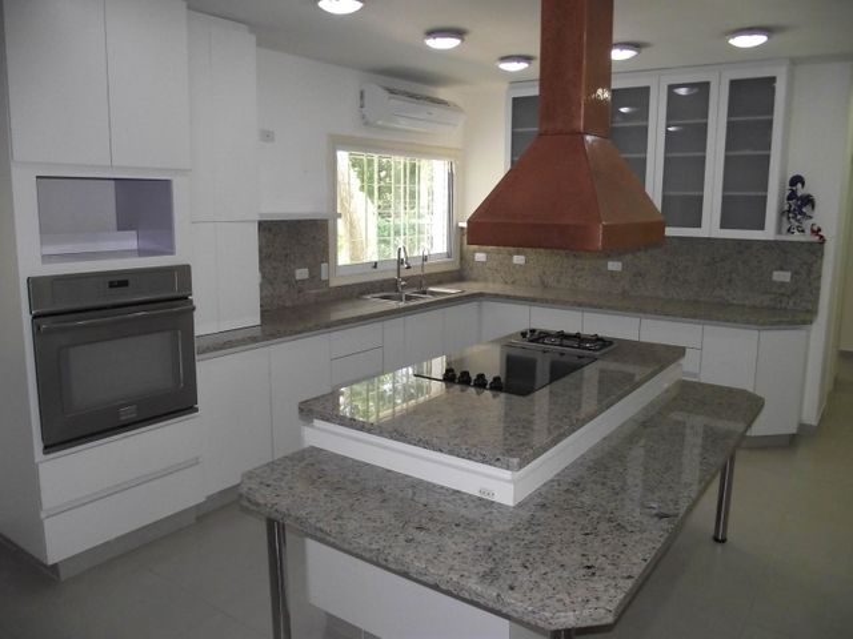 Casa Distrito Metropolitano>Caracas>Cerro Verde - Venta:850.000 Precio Referencial - codigo: 21-4175