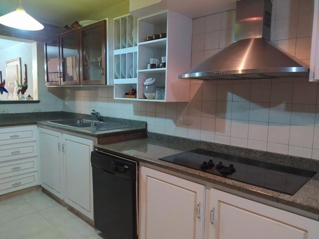 Casa Distrito Metropolitano>Caracas>El Cafetal - Venta:175.000 Precio Referencial - codigo: 21-4177
