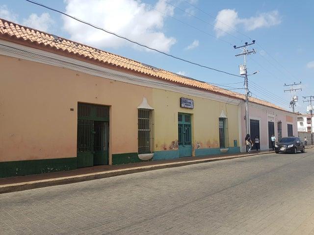 Local Comercial Falcon>Coro>Centro - Venta:350.000 Precio Referencial - codigo: 21-4212