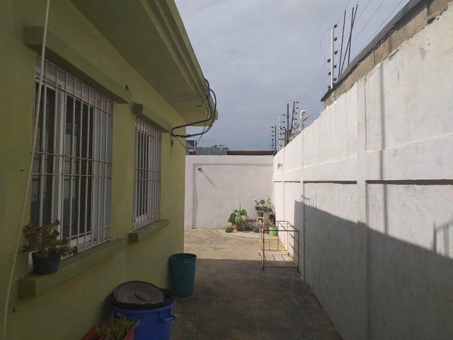 Casa Falcon>Coro>Sector Independencia - Venta:27.500 Precio Referencial - codigo: 21-4351