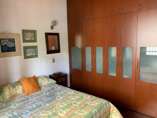 Casa Distrito Metropolitano>Caracas>Santa Paula - Venta:240.000 Precio Referencial - codigo: 21-4483